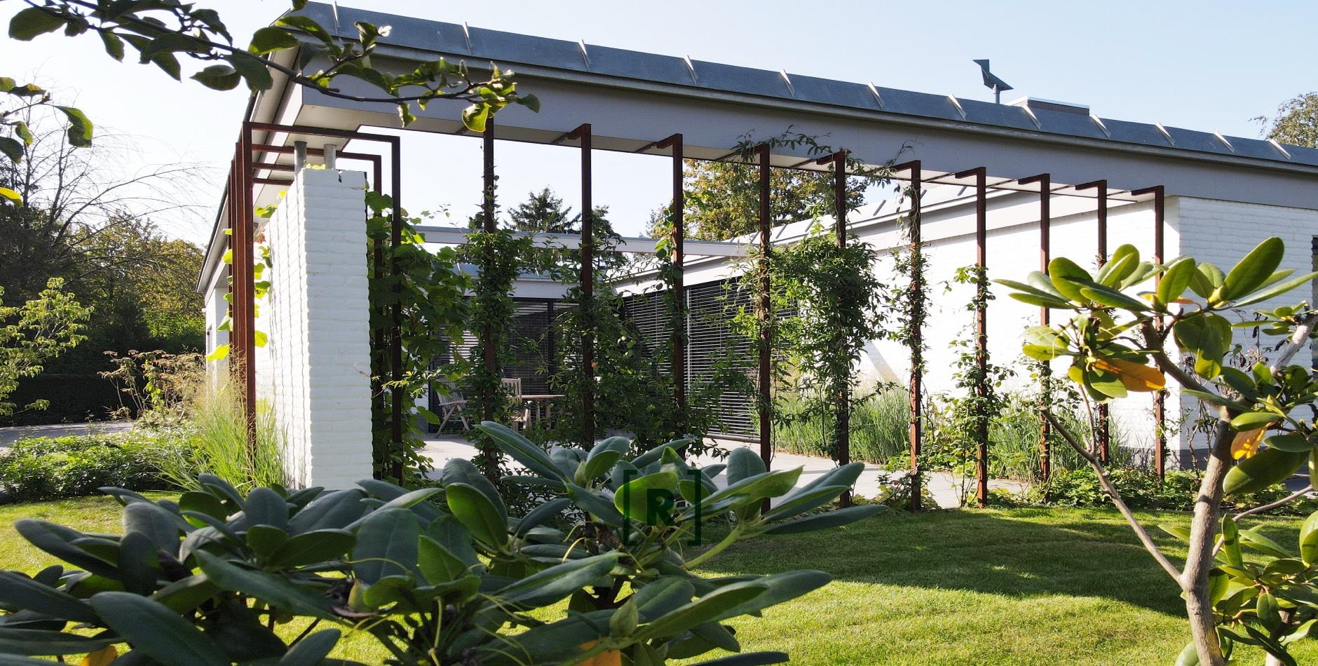 Tuinontwerp_tuinarchitect_Hovenier_exclusieve tuin_Uden_Eindhoven_073_Villa_ Voortuin_moderne_strakke_achtertuin_plantframes_cortenstaal_cortenstale plantbakken_gazon_tuinberegening_Hortensia_gebakken_klinkers_Vught_oisterwijk, Tilburg_Rosmalen_Heesch_Nuland
